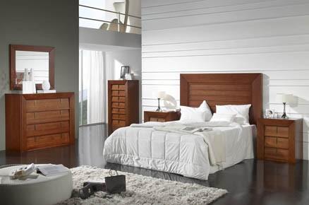 Dormitorio de matrimonio den pino macizo.