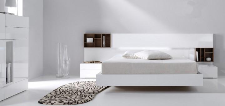 Dormitorio de matrimonio lacado y combinado.
