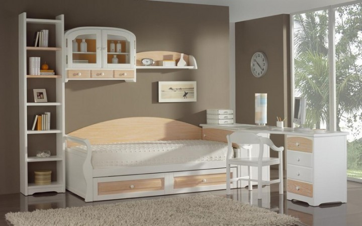 Dormitorio juvenil en pino rayado.